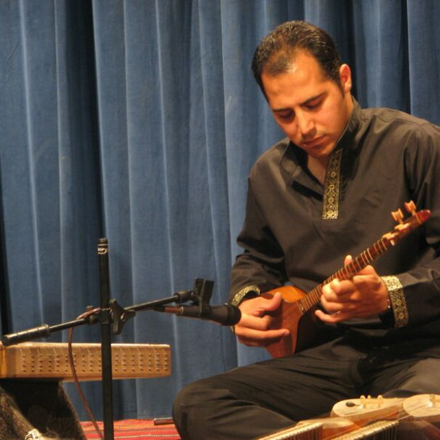 بهزاد سلیمی . مدرس سه تار . آموزشگاه موسیقی فریدونی